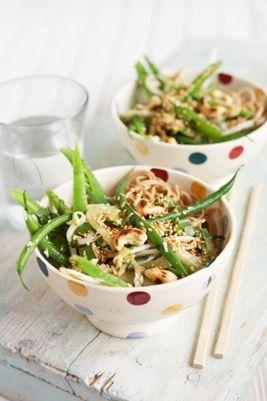 Spaghetti di farro con verdure e anacardi - Figurella