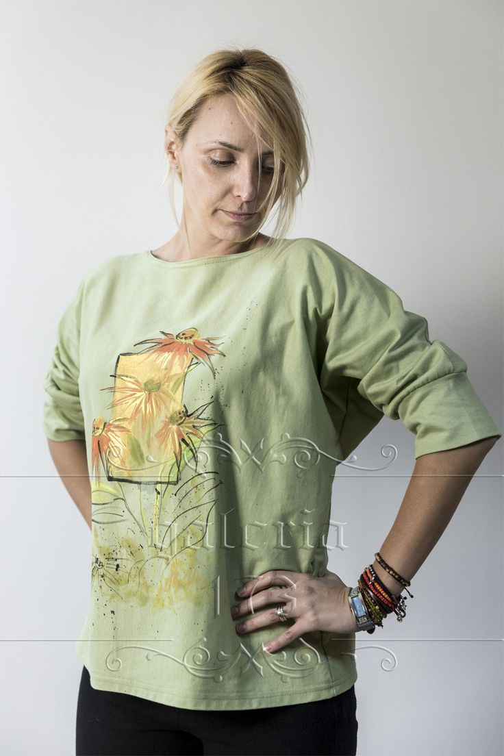 Bluza   Autumn Flowers, model unicat, realizata si pictata manual. Compozitie:   Bumbac 100%. Marime universala.