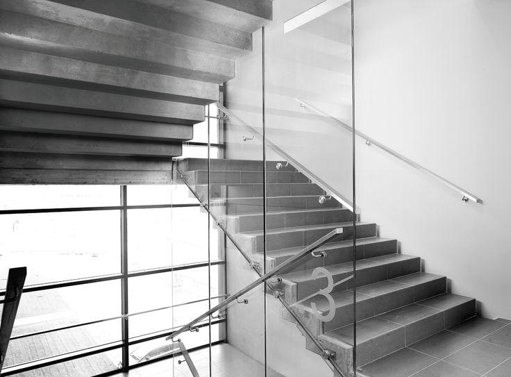 Parapetto in vetro con fissaggi puntuali, scale interne