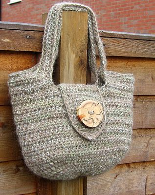 When I learn to knit, I want to make myself one of these.: Pur Patterns, Free Pattern, Crochet Bags, Free Crochet, Pipistrell Handbags, Crochet Purses Patterns, Handbags Patterns, Crochet Patterns, Crochet Handbags