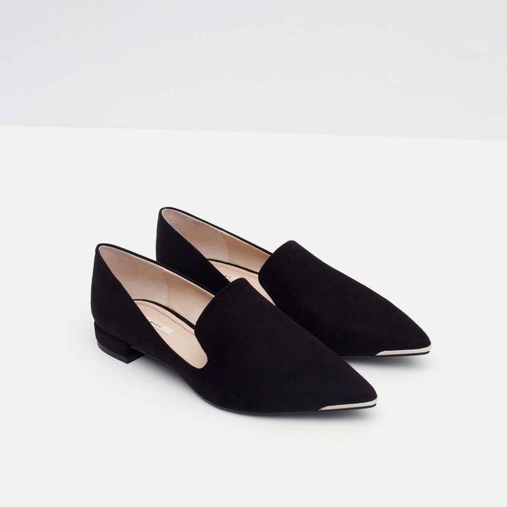 Slippers con puntera metálica de Zara