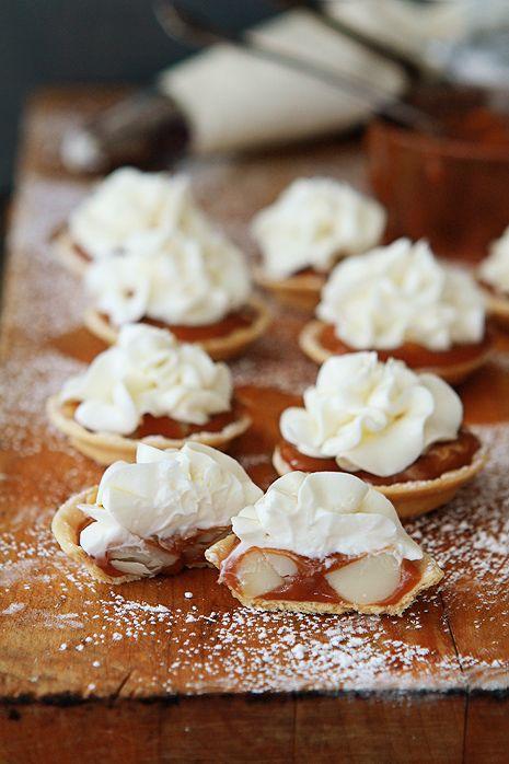 Caramel & Macadamia Nut with White Chocolate Tarts!: White Chocolates, Chocolate Tarts, Chocolates Recipes, White Cakes, Macadamia Nut, Favorite Recipes, Lemon Cupcakes, Caramel, Chocolates Tarts