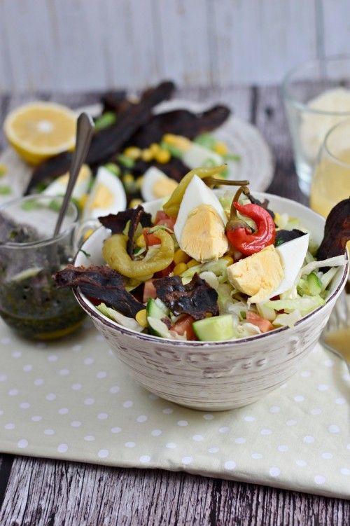 Tavaszi saláta tojással és pirított szalonnával recept