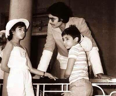 Amitabh Bachchan with Abhishek and Shweta Bachchan - Provided by Masala.com