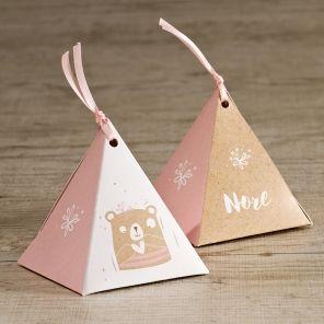 Schattigdoosje inde vorm van een piramide | Tadaaz #doopsuikerdoosje #babygirl #snoepjes #babyborrel