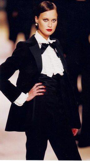 Le smoking Yves Saint Laurent, photo défilé 2002 - Hommage à Yves Saint Laurent
