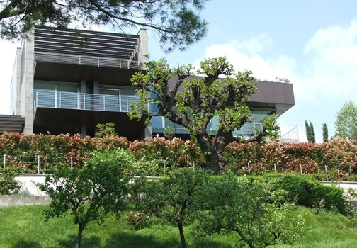 Una casa sulle rive del lago di garda per la prima punta for Dolce casa di fuga