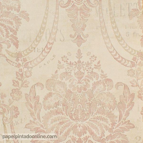 Papel Pintado Paris RS70615 con fondo beige rosado y dibujo de los medallones en diferentes tonalidades de rosa, acompañado por palabras escritas encima del dibujo, todos los elementos del papel aparecen con apariencia desgastada para ayudar a aportar antigüedad al diseño.