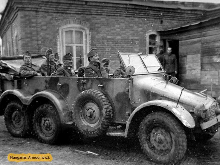 Parancsnoki jármű az első sorban Jány Gusztáv vezérezredes látható.