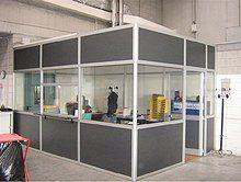 Box ufficio realizzato con pareti divisorie mobili completo di controsoffitto