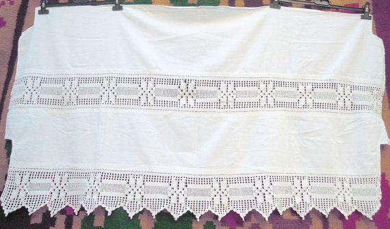 Vintage weißen Vorhang mit Häkeln Atrante und Spitze mit einem traditionellen Design.  Abmessungen: 79 x 125 cm (ca. 31,1 * 49,2 Zoll)  ---ICH VERSENDE IMMER PER EINSCHREIBEN