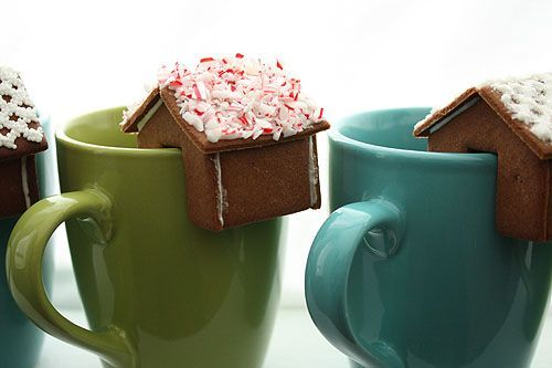 gingerbread house that perches on the edge of your mug: Gift, Idea, Cups, Cocoa, The Edge, Minis, Christmas Treats, Hot Chocolates, Gingerbread Houses