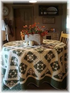 Quilt tablecloth..I want this in my kitchen: White Hands, Quilts Display, Stars Patterns, Country Farms, Hands Quilts, White Quilts, Farms Quilts, Quilts Kits, Quilts Tablecloths
