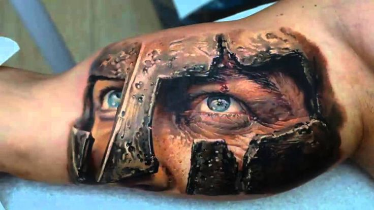 tatuajes en 3 dimensiones casco romano con ojos