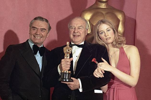 """John Houseman - Best Supporting Actor Oscar for """"The Paper Chase"""" (1973) Presenters are Ernest Borgnine and Cybill Shepherd"""
