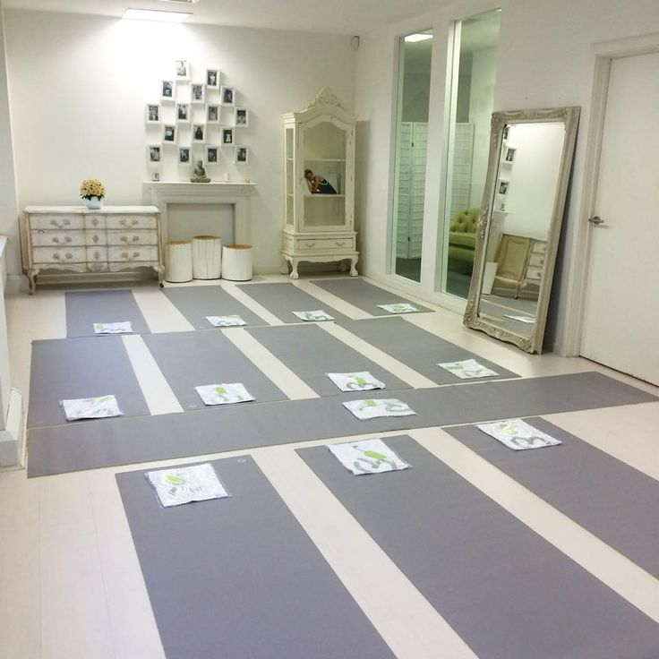 All ready for our exciting class with Ruth Tongue Nutrition & Pilates and #BLOOMevents ❤ in our beautiful London showroom with Manduka yoga mats!