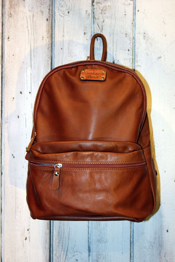 Large Light Brown Handmade Italian Leather backpack di LaSellerieLimited su Etsy