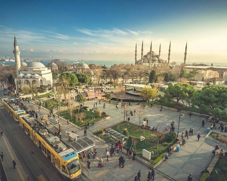 """Such a nice weather in Istanbul to have a walk around!  By the way, do you know the place?…"""""""