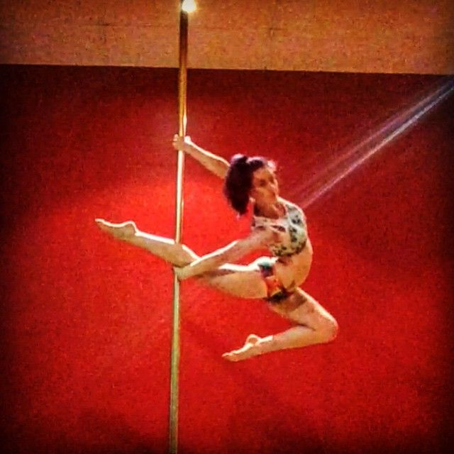 Love the #bendyphilly haven't tried it in a while but the amazing @oliveoates did a gorgeous one in her SAPC routine and it has inspired me to work on mine again!! #thepoleboutique #teamindi