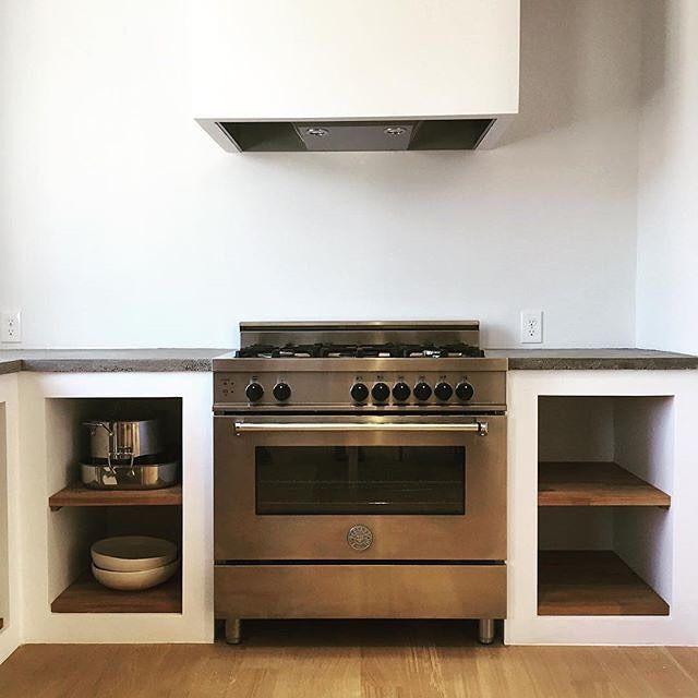 Repost @jessiethurston / S I M P L I C I T Y / #Bertazzoni #kitchen #kitchendesign #interior #interiordesign #madeinitaly #furniture #kök #inredning #interiör #architecture #interiør #kjøkken #renovering #köksrenovering #realestate