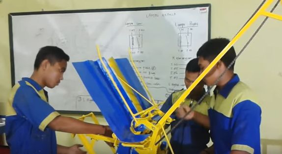 Siswa SMK di Indramayu Ciptakan Teknologi Tepat Guna (TTG) Mesin Tanam Padi