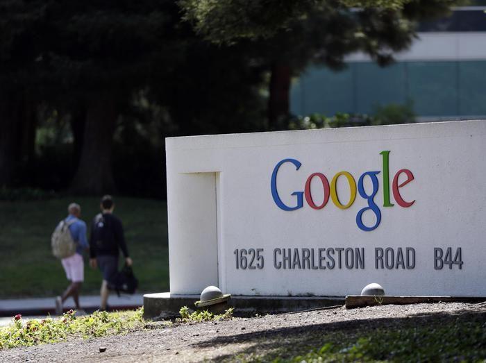 """A un anno e mezzo dalla sentenza della Corte di Giustizia Ue su diritto all'oblio, che garantisce il diritto a veder cancellati sui motori di ricerca i link a notizie su una persona ritenute """"inadeguate o non più pertinenti"""", Google ha rimosso circa 440mil...  (ANSA)"""