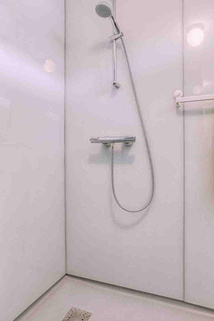 7 best Glazen wanden in badkamers images on Pinterest   Bathrooms ...