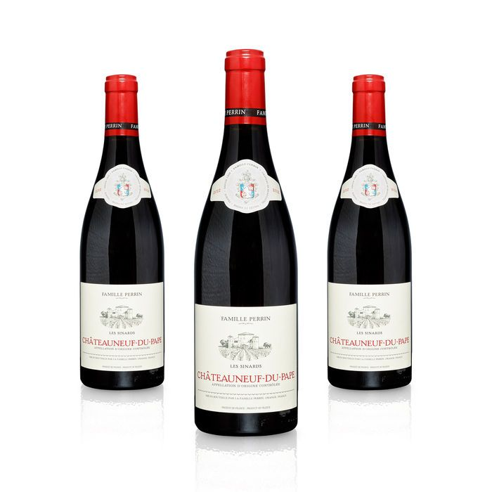 2012er Les Sinards Familie Perrin Châteauneuf-du-Pape 3 flessen  Colour: Dark red with purple reflexes Fragrance: Aromas of raspberries spices flowers and pepper Palate: Juicy - rich fruit as well as luxurious blackberry and figue aromas and a mix with spices from the south Grape type: 70 % Grenach 15 % Syrah und 15% Mourvedre Alcohol content: 14.5% Serving temperature 15-18 C It suit very good with Entrecôte Café de Paris leg of lamb and wild dishes. Drinking and storage wine: now until…