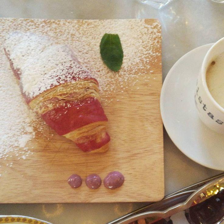 Rasberry croissant - never imagined that I could betray chocolate. Trust me I would do it again! 😍    #breakfast #food #instafood #sundayfunday #sundaybrunch #brunchclub #instagood #brunchboys #brunchlife #brunchdate #brunchday #foodstagram #brunchporn #brunchsquad #brunchflow #brunchbunch #brunchmtl #eeeeeats #yummy #brunchlover #brunchlove #foodgasm