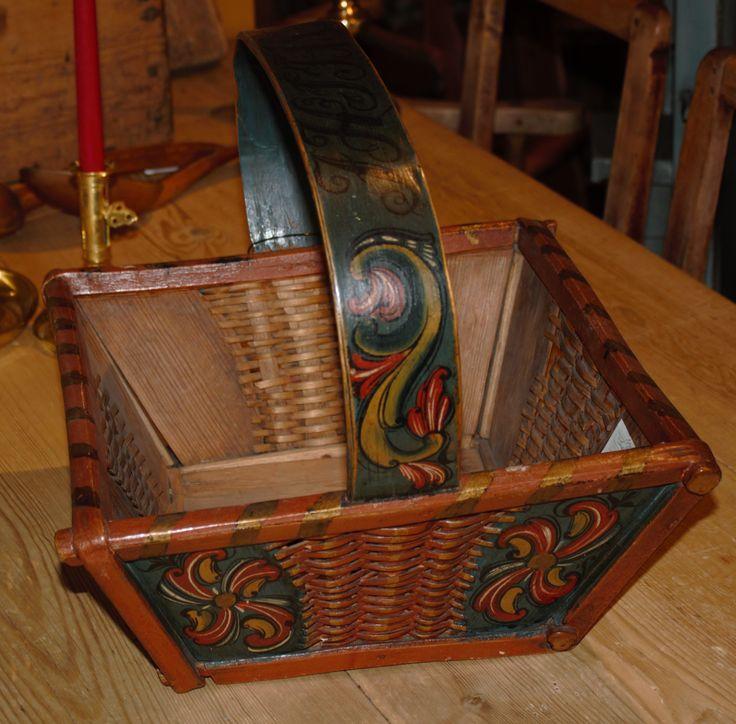 Sendingskurv rosemalt Telemark datert 1828.