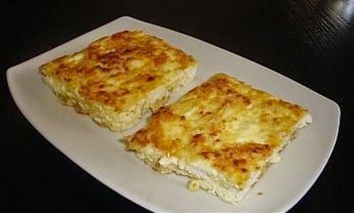 Μια συνταγή για μια νόστιμη και πολύ γρήγορη τυρόπιταχωρίς φύλλο έτοιμη σε 10΄με 2 κινήσεις για το φούρνο για σνάκ ή συνοδευτικό με τα ψητά μας. Υλικά συνταγής 200γρ. αλεύρι που φουσκώνει μόνο του 300γρ. φέτα θρυμματισμένη 50 γρ. ανθότυρο θρυμματισμένο 1 αβγό 1 κουταλιά βούτυρο [λιωμένο] + βούτυρο για να αλείψετε το πυρέξ 1 …