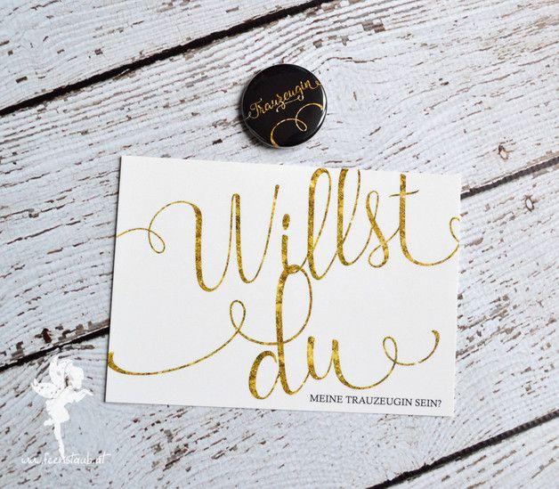 Du bist verlobt und möchtest deine Freude nicht nur teilen, sondern hoffst auch auf liebevolle Unterstüztung während der Planung und für die Hochzeit selbst?   Mit diesem Set **Karte + dazu...