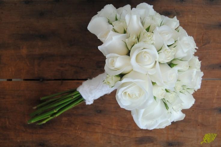 Ramo de novia clásico con rosas blancas Mayula Flores