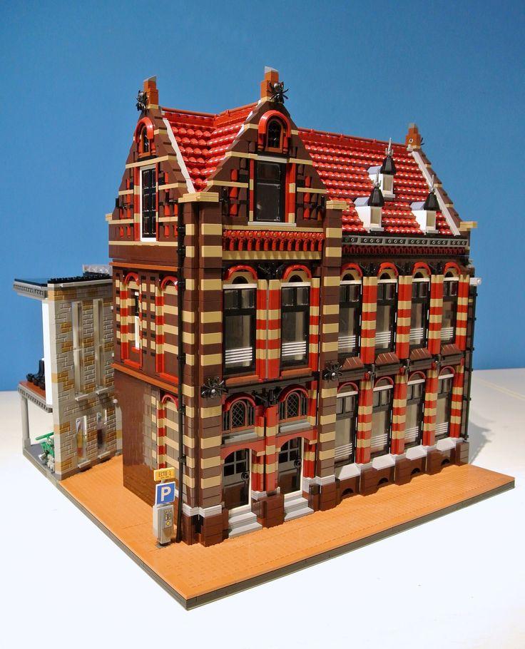 https://flic.kr/p/yvm2bM | Stadhuis Wageningen (deel 2) | Modulaire LEGO versie van het stadhuis van Wageningen. Deel 2, het oude postkantoor.