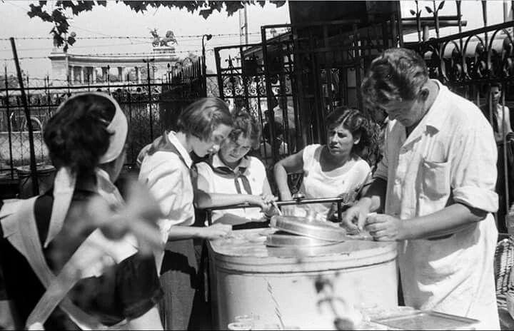 Népköztársaság / Andrássy út 130. kertje, 1960