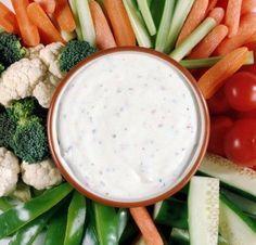 ADEREZO RANCH (Para verduras) 1/2 taza de leche 2 cucharadas de jugo de limón 1/3 de taza de mayonesa 1 cucharada de perejil fresco picado 1/2 cucharada de cebolla finamente picada 1/4 de cucharada de sal 1/4 de cucharada de pimienta 1 diente de ajo