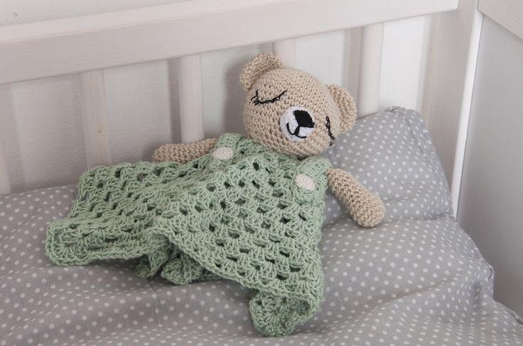 Il doudou all'uncinetto è un morbido pupazzetto che fa compagnia al tuo bambino mentre dorme, lo tranquillizza e lo protegge durante la notte.