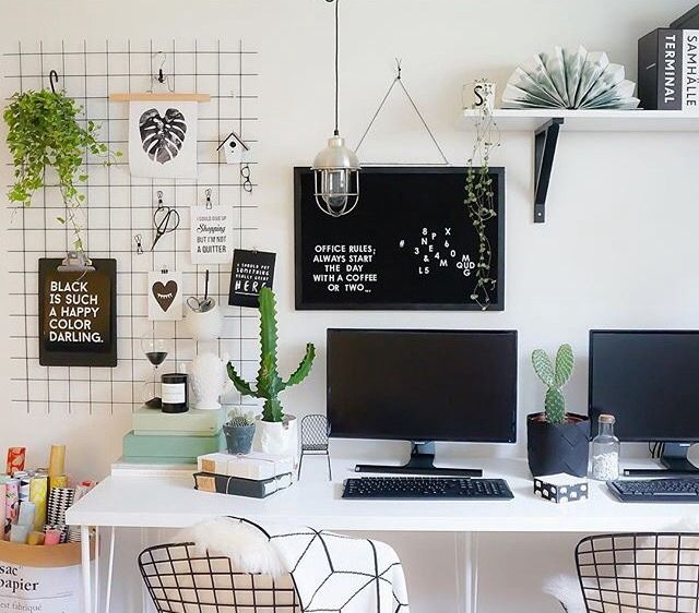 Like if you want to work/study in here. There are no words can describe how cute this workspace is! And my favourite part are black wire wall grid, chairs and plants. (Source: @kidsdesignlife via Instagram)