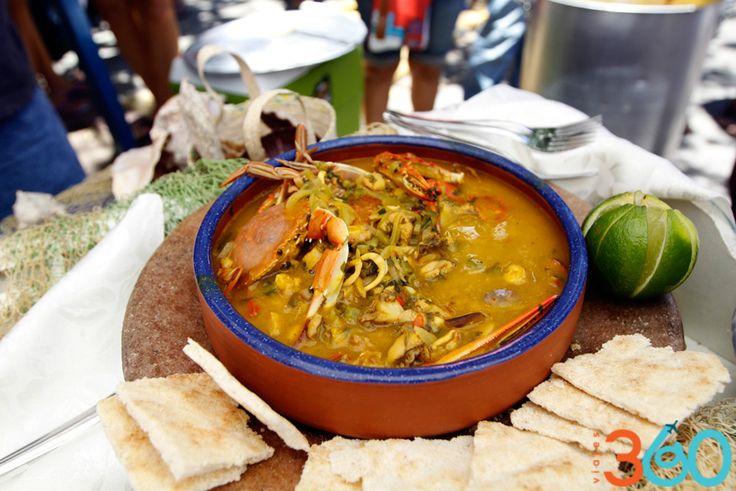 ¿Te imaginas disfrutar de esta deliciosa fosforera en la cálida Isla de Margarita? Un suculento platillo a base de mariscos que te alegrarán el resto de las vacaciones. Sin duda alguna, es algo en la lista de cosas por hacer en vacaciones.
