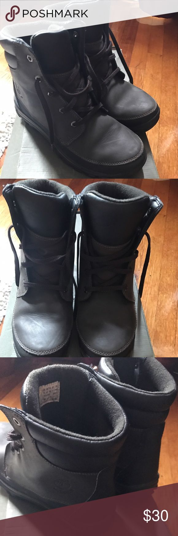 Boys Timberland boot. Boys timberland boot in black and brown. Great for those cold months and school. Is good condition. Lots of life left in them. Shoes Boots