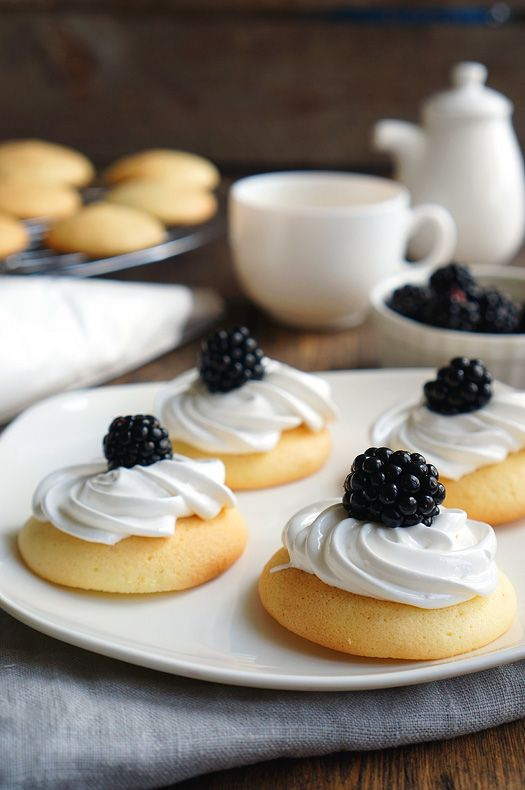 Печенье вафли с ягодами и кремом. (Кукурузный сироп)