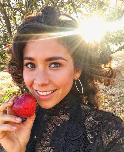 Celebrating the apple harvest at an apple farm picking apples and taking super fun and artistic photos with lots and lots of apples with our amazing creative team @jenawillard @gwendolynsneed ! -------------------------- Celebrando la cosecha de la manzana! Pase el día en un huerto de manzanas tomando fotos increíbles con muchas muchas manzanas! #rawvana