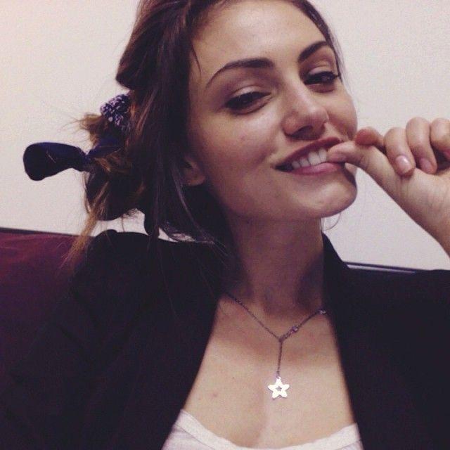 Phoebe Tonkin selfie