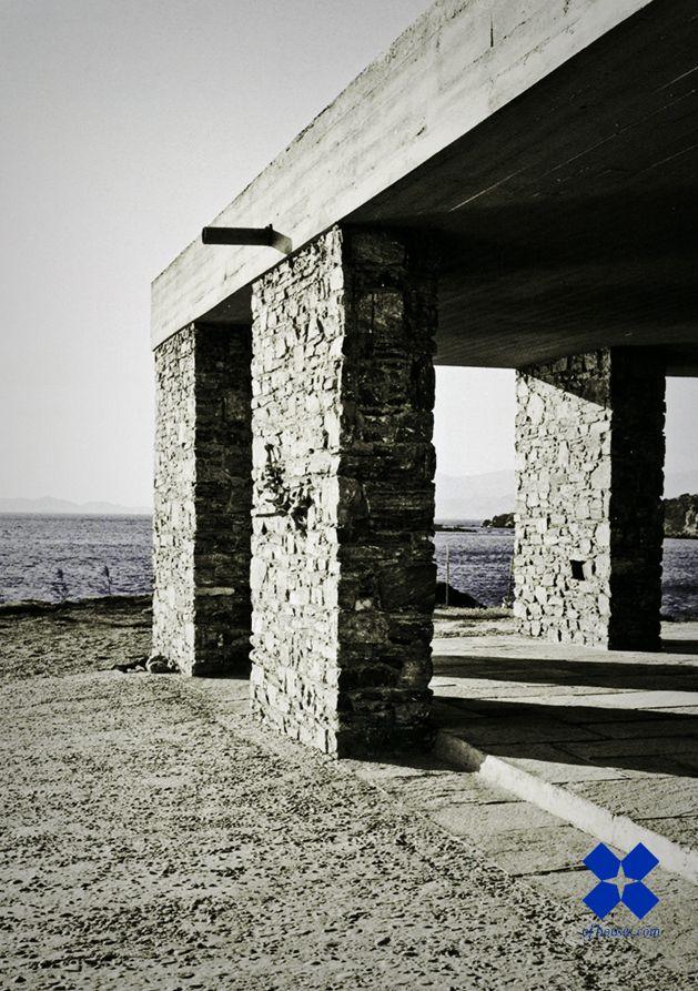 Aris Konstantinidis /// Vacation house of K. Papapanayotou /// Anavyssos, Attica, Greece /// 1961-62