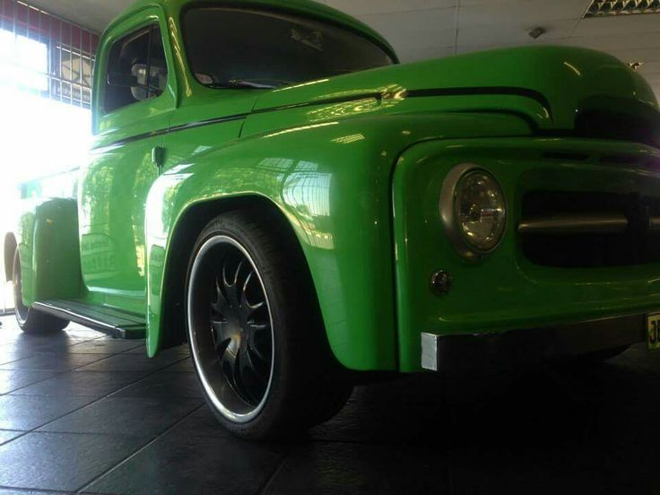 "1948 Chevrolet international pick up truck.  1948 Chevrolet international pick up truck.  350 Chevrolet V8 Turbo 350 gearbox  Remote door poppers 20"" mag wheels"