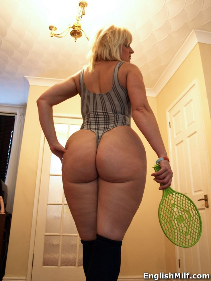 Milf With Round Ass 6