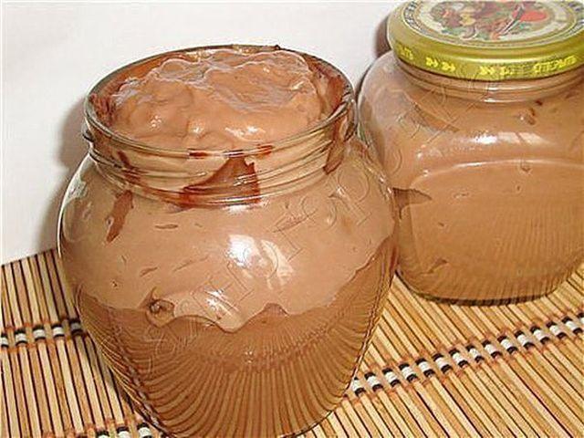 Ингредиенты -1 стакан молока (250 мл) -3 стол.ложки какао порошка -3 стол.ложки сахара -3 стол.ложки муки -70-80 грамм сливочного масла Рецепты шоколадного крема для украшения тортов, пирожных, и другой выпечки.В куснятинка! Приготовление: Ставлю кастрюльку, наливаю молоко, кладу сахар,муку и какао. Включаю плиту и периодически помешиваю веничком для взбивания, иначе на дне начинает прилипать мука. Закипело, …
