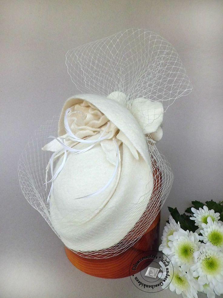 Filzhut Hochzeit Breite Krempe Fedora coctail hut handgefilzt felted  wool design elegant festlich  ivory linen color hair birdcage veil von Filzaccessoires auf Etsy