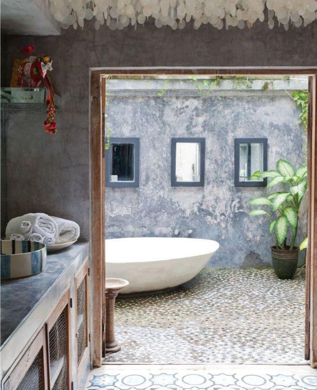 Idée déco | Une baignoire en plein air… | @DecoCrush