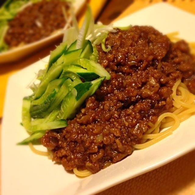 重曹入れてパスタ茹でると、中華麺みたいになるよー。 - 59件のもぐもぐ - パスタでジャージャー麺 by biobee2012